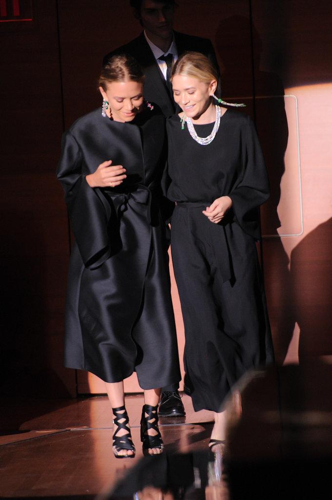 Mary-Kate and Ashley Olsen walked off stage after accepting their award.