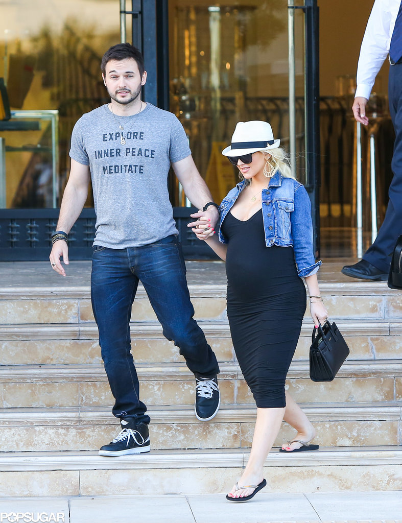 Pregnant Christina Aguilera Is Hanging Loose