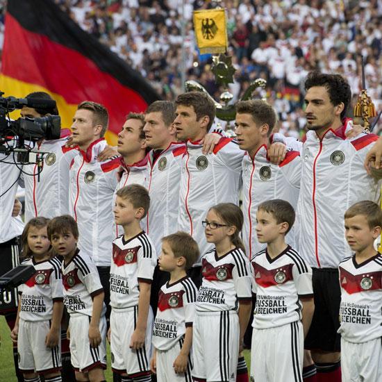 Schwarz-Rot-Gold! Fan-Outfits zur Fussball WM