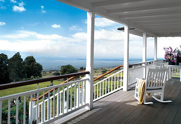 Oprah's stunning Maui, HI, home features this 360-degree view from her cozy wraparound porch. Source: Oprah.com