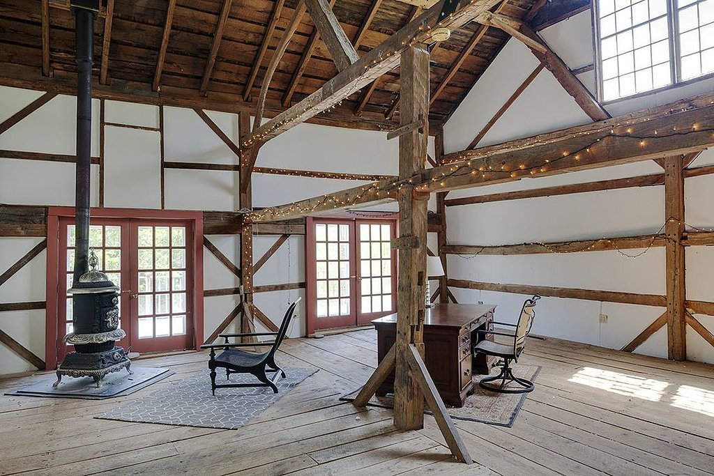 Completely functional, the barn would also be a great event or work space.  Source: Landvest