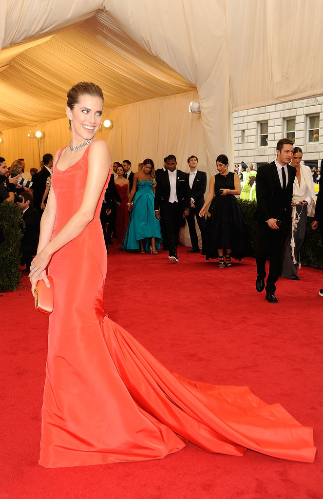 At the 2014 Met Gala, Allison matched her red-orange gown to her clutch perfectly and completed the look with a swept-up hairdo and simple silver jewelry.