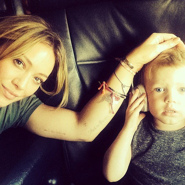 Hilary Duff and Luca Comrie were mesmerized by Mickey Mouse Clubhouse while on a plane.  Source: Instagram user hilaryduff