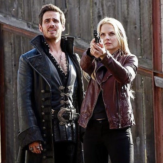 Once Upon a Time Premiere Pictures: Emma and Hook, Plus Frozen Characters Are Here!