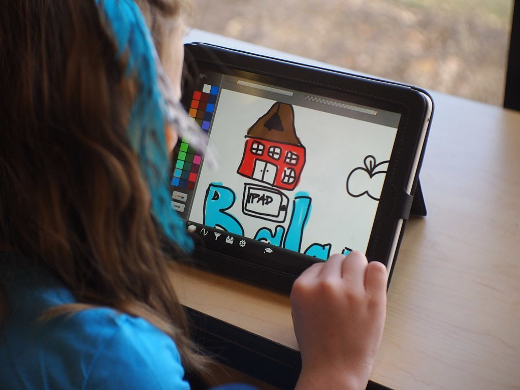Letting-Kids-Play-Your-iPad