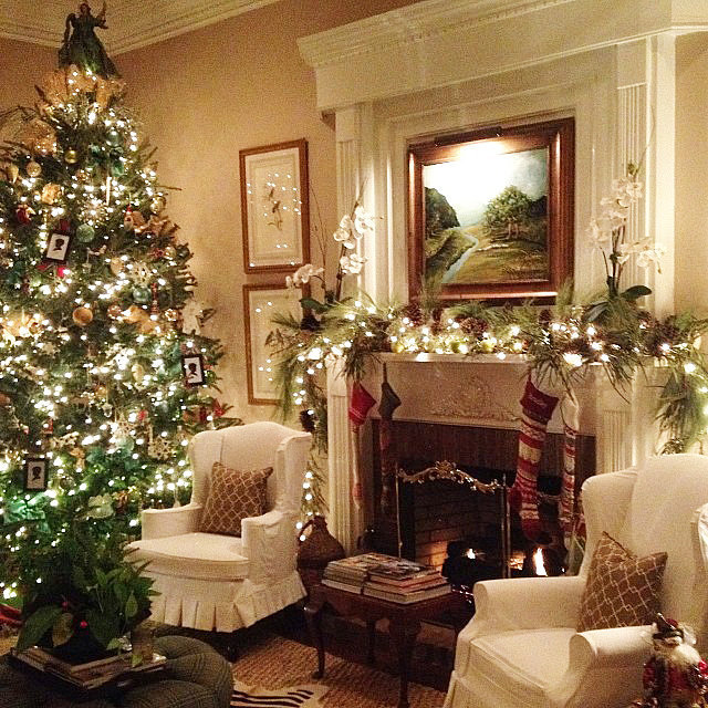 White Living Room Christmas Tree Fireplace