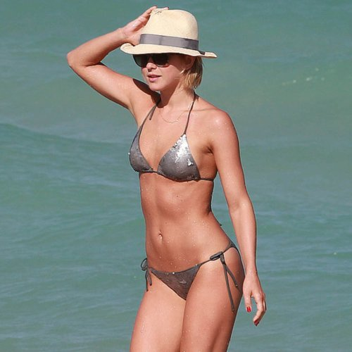 Pictures of Celebrities in Bikinis