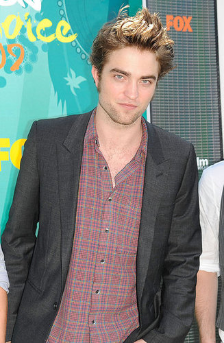 Have Questions For Robert Pattinson? Leave Them in the Comments and Win!