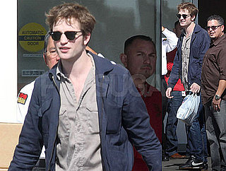 Robert Pattinson Flashes a Smile Out in LA!