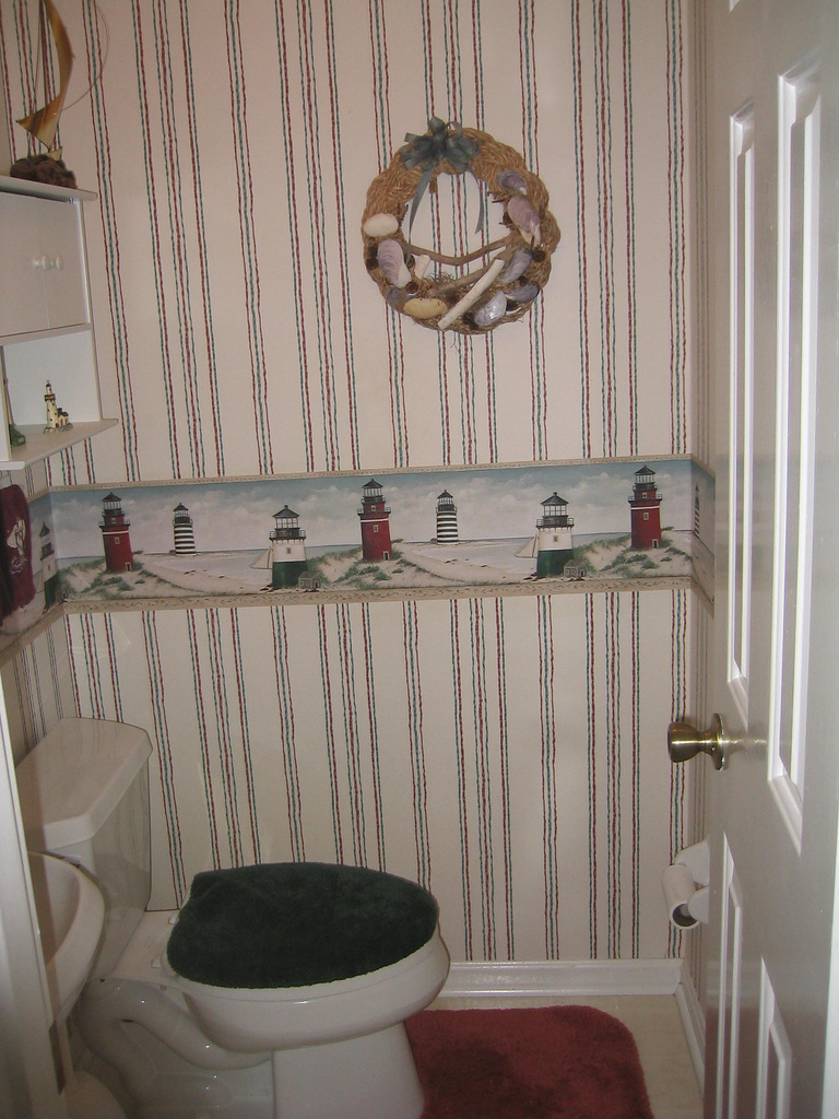 Wallpaper borders, sea-shell wreaths, and toilet rugs should be on my top 10 worst decorating mistakes list.
