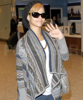 Photos of Rihanna in London As She Defends Her Naked Photos 2009-11-29 08:00:00