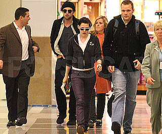 Slide Photo of robert Pattinson and Kristen Stewart Together at LAX