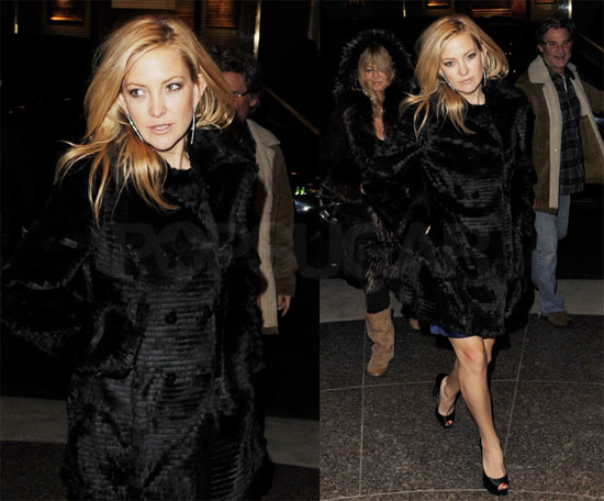 Photos of Kate Hudson out in NYC With Goldie Hawn and Kurt Russell 2009-12-15 08:06:02