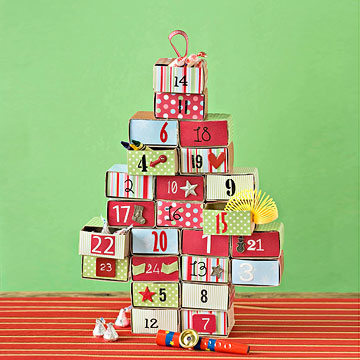 This time, an advent calendar made from large matchboxes makes room for treats and toys.