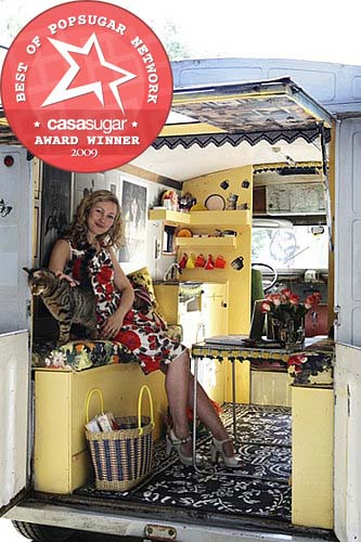 London-based interiors shop owner Emily Chalmers bought a 40-year-old Citroën H van on eBay and turned it into an unbelievably charming spare room for her home. Source