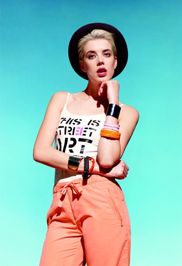 Agyness Deyn Goes For the Money with Uniqlo Campaign