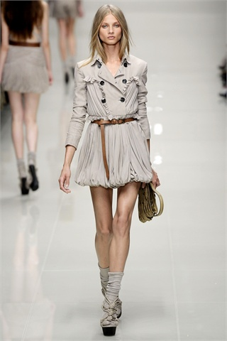 Burberry Returns to Home Turf for Spring 2010