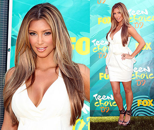 Photos of Blonde Kim Kardashian on the Red Carpet at the Teen Choice Awards