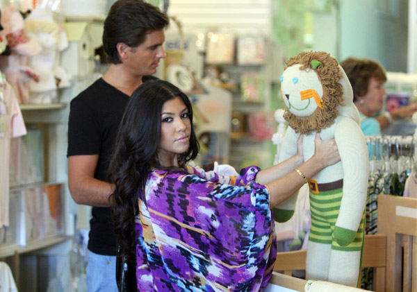 Kourtney Kardashian Goes Shopping