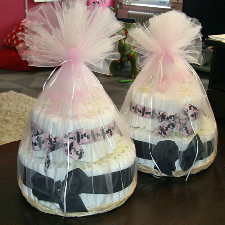 How to Make a Diaper Cake for Twins 2009-09-17 13:52:58