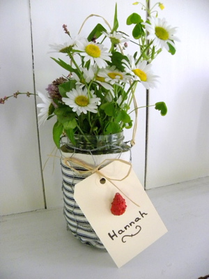 Make a pretty and patriotic vase with Firefly Hill Designs.