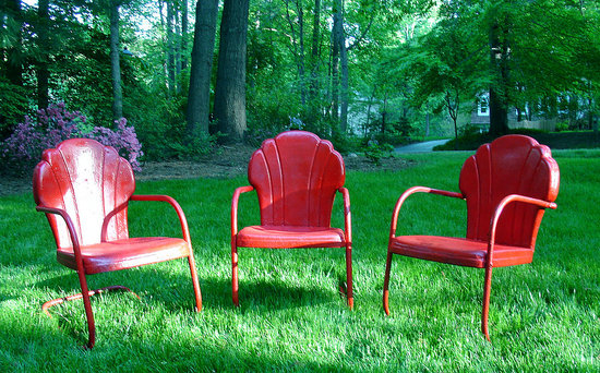 Now the chairs are shiny, ruby red, and totally charming!