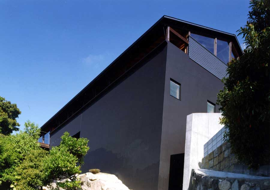 "Appropriately called ""The Black House,"" this spare design from architect Tadashi Suga is located in Kobe-City, Hyogo, Japan. Source"