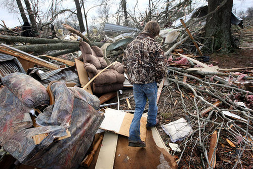 Check This: CNN Uses Blogs and Facebook to Cover Tornadoes