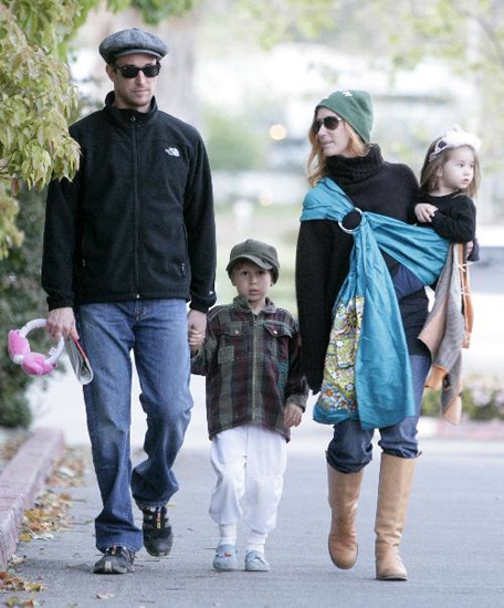 Old <b>ER</b> doc Noah Wylie walked around Malibu with his fab fam.