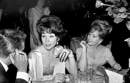 Shirley MacLaine and Debbie Reynolds, 1964