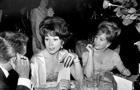 Shirley MacLaine and Debbie Reynolds, 1964