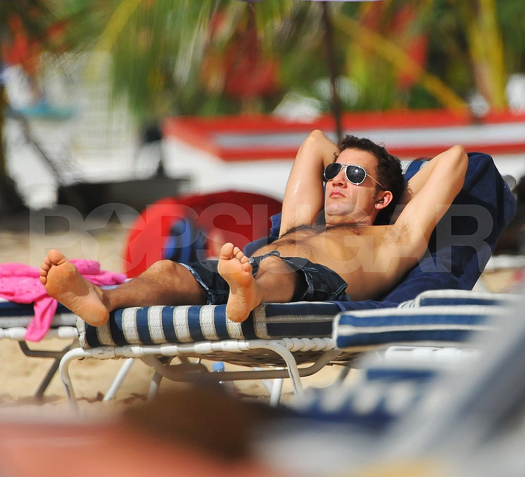 Clive Owen Shirtless!