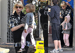Photos of Michelle Williams and Matilda Ledger in Brooklyn 2008-10-24 12:30:01