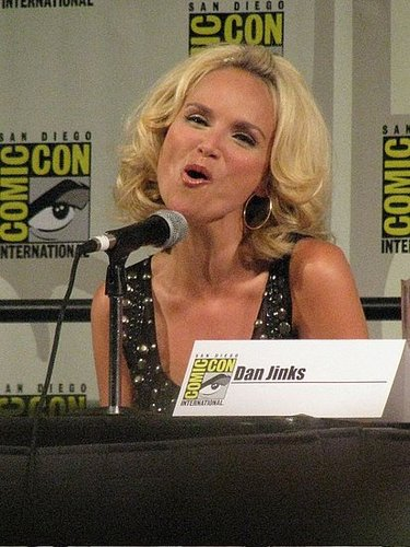 "Kristin Chenoweth Sings ""Somewhere Over the Rainbow"" at Comic-Con"