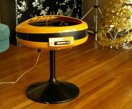 Vintage Geek: Yellow Record Player and 8-Track Combo