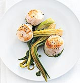 Fast & Easy Dinner: Seared Scallops With Leek Ribbons