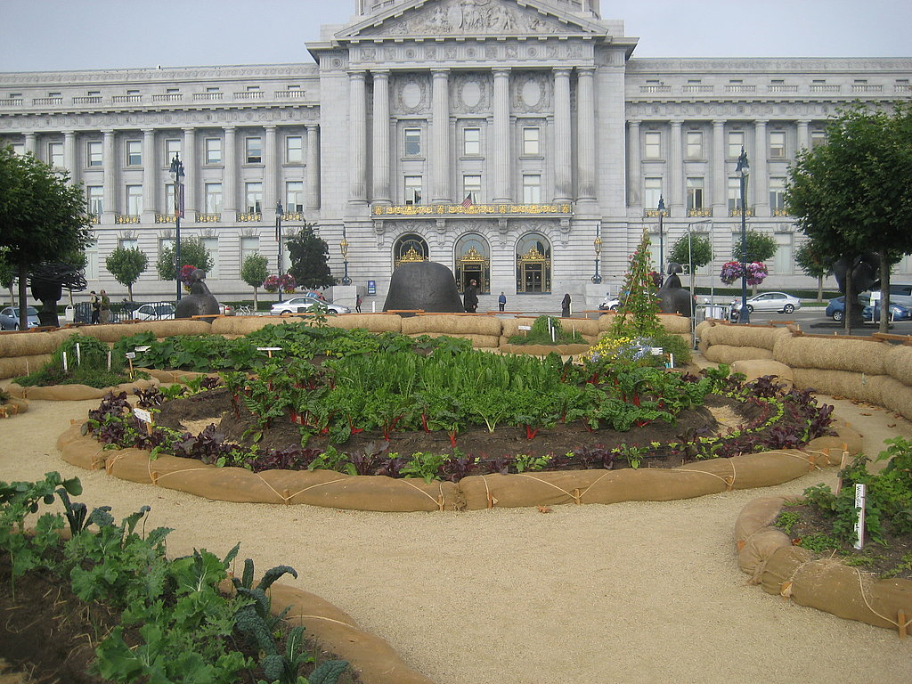The gardens are designed in a circular patter.
