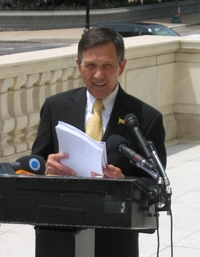 Kucinich Gives Impeachment Another Try