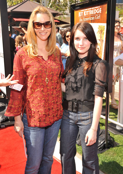 Lisa Kudrow and Emma Roberts