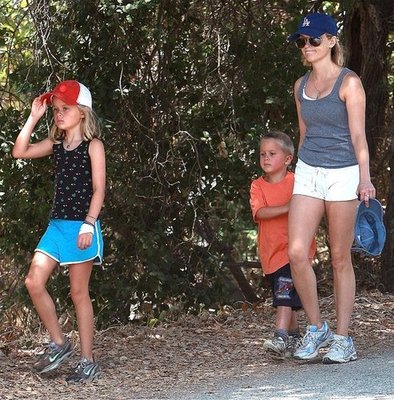 Reese and Her Kids Get Their Hike On