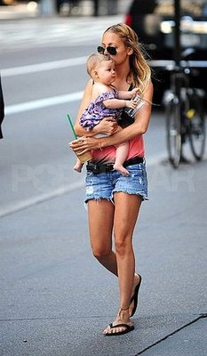 Nicole and Harlow Pick up the 'Bucks in NYC