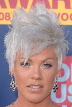 Pink at MTV VMAs: Hair and Makeup