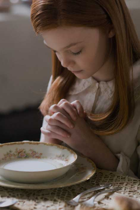 Daisy prays at the table when visiting her grandmother. The sweet bowl and plate set can be replicated with a visit to your local flea market. Or, for an updated take, try the Villeroy & Boch Petite Fleur Collection ($37 for a soup bowl).