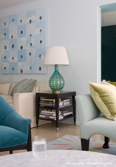 A large canvas in shades of blue adds a focal point to the living room.