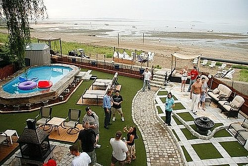 Su Casa: A Beach Backyard to Die For
