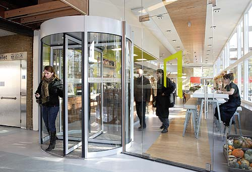 Casa Verde: An Energy-Generating Revolving Door