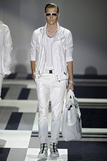 Milan Menswear S/S '10 Heats Up the Catwalk