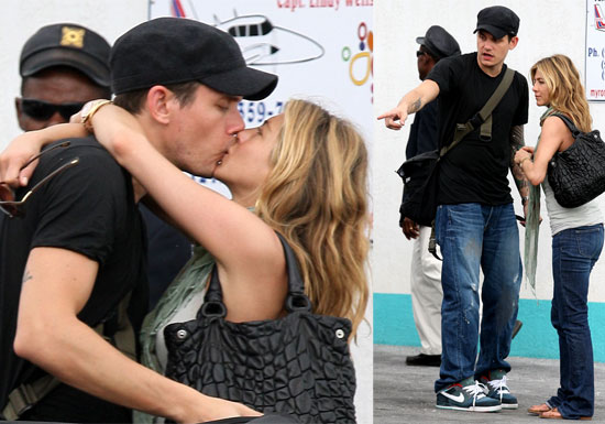 Jennifer Aniston and John Mayer Kissing