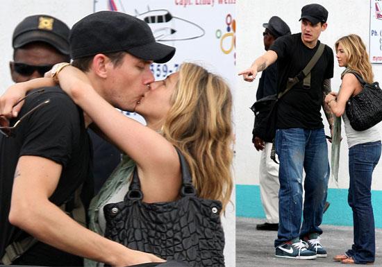 Jennifer Aniston and John Mayer Kissing