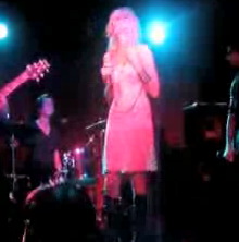 "Video of Taylor Momsen Singing With ""The Pretty Reckless"" at the Annex in NYC"